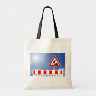 Building site, building site closing and building tote bag