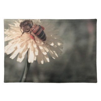 Bumblebee on flower place mat