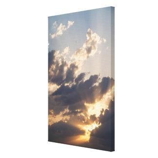 Burst of Light II / Valonryöpsähdys II Canvas Print