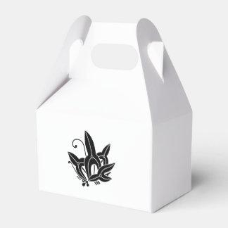 Butterfly-shaped arrowhead favor box