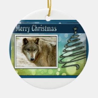 c-2011-grey-wolf-016 round ceramic ornament
