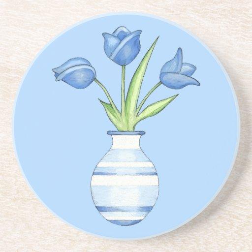Caboteur de bleu de tulipes bleues dessous de verres