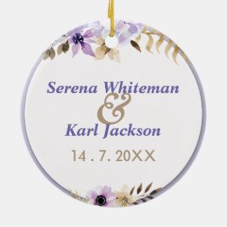 Cadre floral tiré par la main pourpre violet ornement rond en céramique