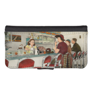 Cafe - The local hangout 1941 iPhone SE/5/5s Wallet Case