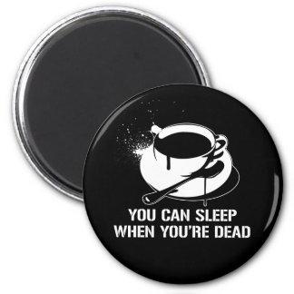 Café vous pouvez dormir quand vous êtes morts magnet rond 8 cm