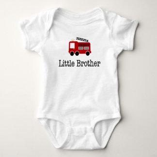 Camion de pompiers de petit frère tshirts