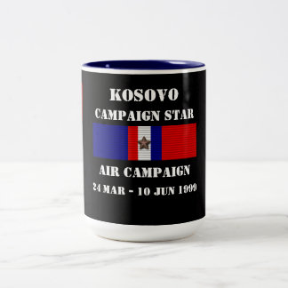 Campagne d'air de Kosovo Mug Bicolore