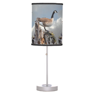 CANADA GOOSE ON A SNAG TABLE LAMP