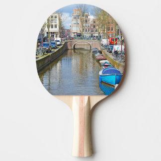 Canal d'Amsterdam avec des bateaux Raquette Tennis De Table