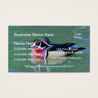 Canard en bois masculin sur l'étang cartes de visite