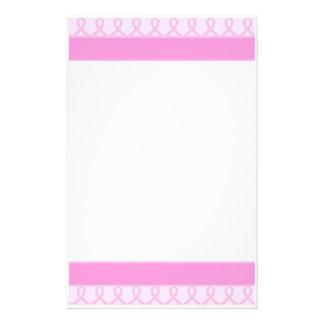 Cancer du sein rose doux de ruban sans doublure papier à lettre personnalisé