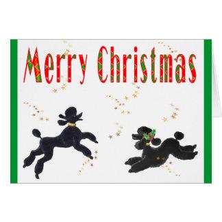 Caniches noirs jouant aux cartes de note de Joyeux