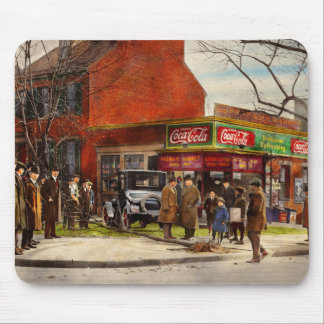 Car - Accident - Looking out for number one 1921 Mouse Pad
