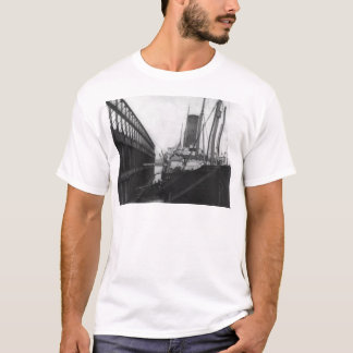 Carpathia in dock in New York 1912 T-Shirt