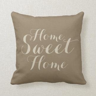 Carreau à la maison doux de maison beige kaki de oreiller