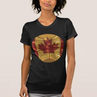 Carte canadienne artistique et MapleLeaf T-shirt