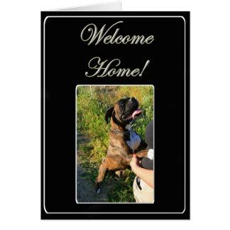 Carte de note à la maison bienvenue de chien de bo