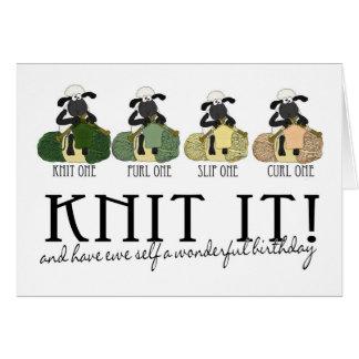 Carte de voeux d'anniversaire de moutons de tricot
