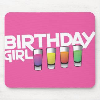 Carte de voeux de fille d'anniversaire dans les ro tapis de souris