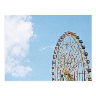 Carte postale de ciel et de roue de Ferris