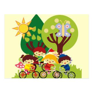 Carte Postale Enfants sur des vélos