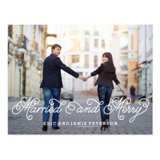 Carte postale mariée et joyeuse de carte photo de