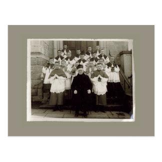 Cartes vintages - prêtre et garçons d'église