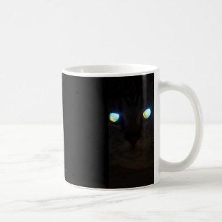 Cat Eyes a Glow Tracking Basic White Mug