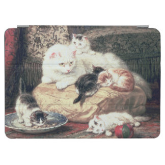 Cat with her Kittens on a Cushion iPad Air Cover