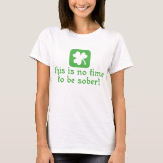 Ce n'est aucune heure d'être sobre t-shirt