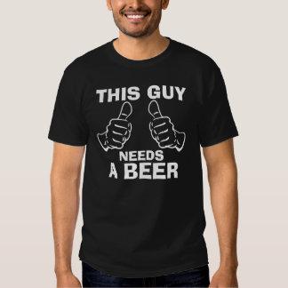 Ce type a besoin d'une bière tshirt