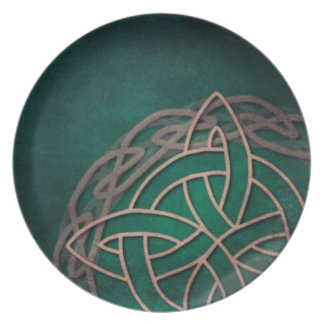 celtic knot on green background dinner plate
