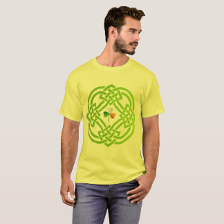 Celtic knot with Shamrock. T-Shirt