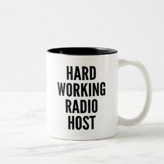 Centre serveur par radio fonctionnant dur mug bicolore