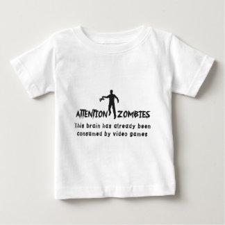 Cerveau de zombis d'attention consommé par des t-shirt pour bébé