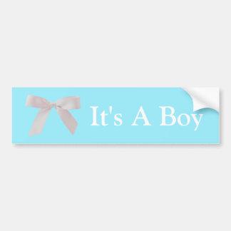 C'est un arc bleu et blanc de garçon de ruban autocollant de voiture