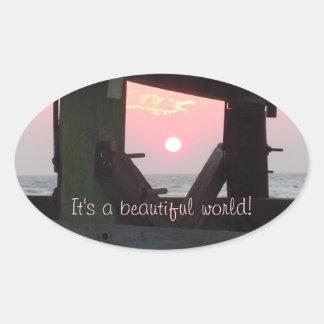 C'est un beau monde ! sticker ovale