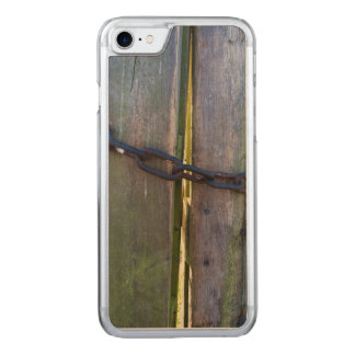 Chain on wood carved iPhone 8/7 case