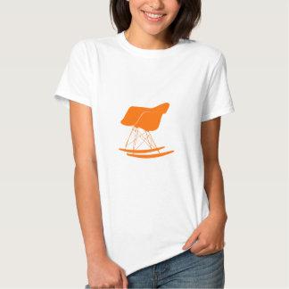 Chaise de balancier d'Eames dans l'orange Tshirts