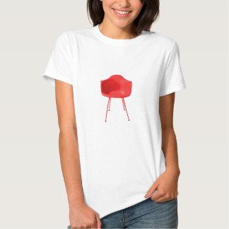 Chaise rouge moderne de la moitié du siècle tee-shirt