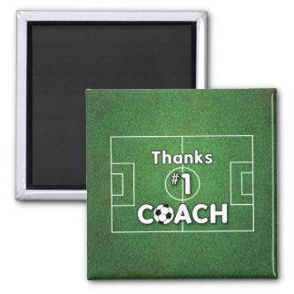 Champ d'herbe d'entraîneur du football merci magnet carré