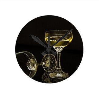 champagne glasses round clock