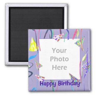 Chapeaux de partie de joyeux anniversaire (cadre d magnet carré