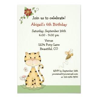 Chat de Kitty et invitation mignons d'anniversaire