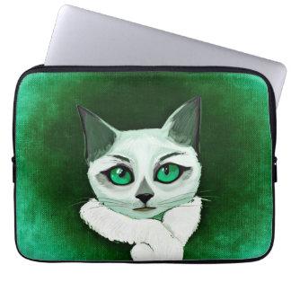 Chat mignon avec la douille d'ordinateur portable housse ordinateur