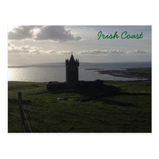 Château irlandais sur la carte postale de côte