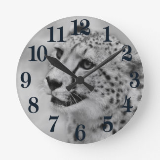 Cheetah profile round clock