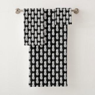 Chic black and white pineapple bathroom towel set