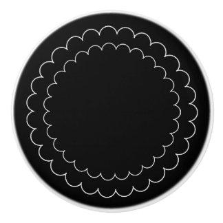 CHIC NOBS_MOD BLACK/WHITE SCOLLOPS CERAMIC KNOB