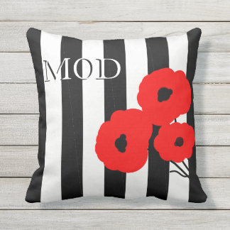 CHIC OUTDOOR PILLOW_MOD 01 RED & BLACK POPPIES OUTDOOR PILLOW
